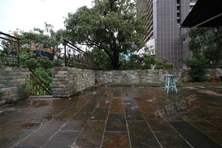 华侨新村2层半别墅 业主诚售 带200方的花园 看房随时