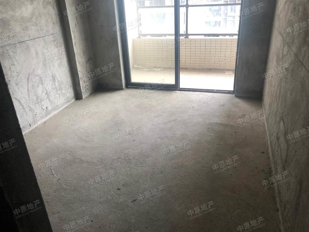 电梯3房,间隔方正实用,交通生活便利。